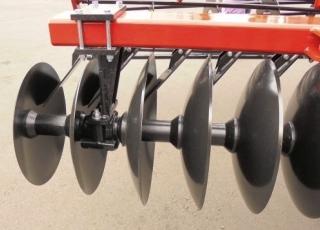 Každý disk je osazen stěrkou proti ucpání.
