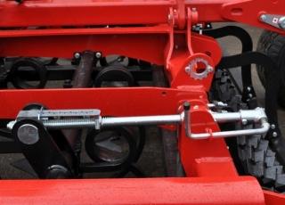 Jednoduché ovládání pracovní hloubky (možno i hydraulicky).