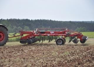 Integrovaná náprava pro snadné manévrování na pozemku.